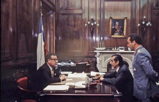 Salvador Allende à son bureau de la présidence avec Jose Toha en 1971 (Photo: magazine Life).
