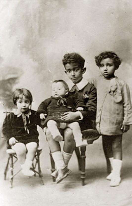 Isabella, Giorgio et leurs deux demi-frères.