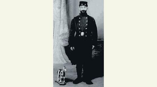 Léon Werth soldat photographie-carte postale, Montélimar, v. 1914 coll. Claude Werth Léon Werth a insisté auprès du photographe pour être pris à côté d'un petit dada à roulettes… avant le dadaïsme.