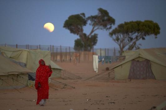 Un camp de réfugiés en Libye en 2011, dans le film de Stefano Liberti et Andrea Segre, Mare chiuso (2012).