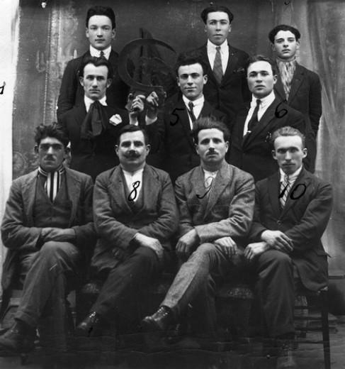 Un gruppo di antifascisti italiani e di Arditi del popolo di Guido Picelli espatriati in Francia.