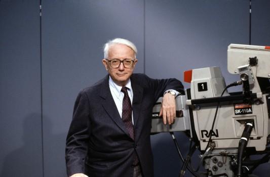 Le journaliste Enzo Biagi.