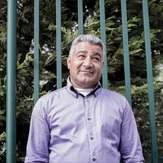 Yahya Khedr, devant les grilles du square, fermé pour trois jours sur décision municipale, le 23 avril 2014. Photo: Olivier Favier.