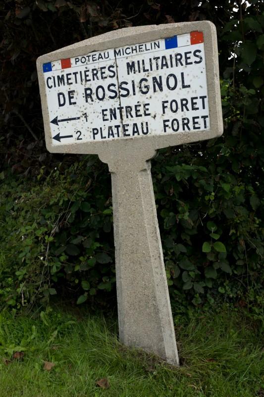 L'un des deux poteaux Michelin demeurés en place dans la région. Les premiers ont été installés en France dès 1917. Photo: Olivier Favier.