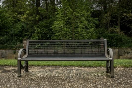 Un banc du parc de Chauny où Mamadou vient lire quelquefois, quand il fait beau. Photo: Olivier Favier.