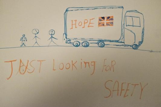 Un dessin d'enfant exposé au théâtre où œuvrent de jeunes militants anglais. Photo: Olivier Favier.